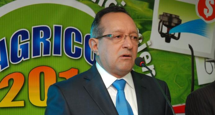 El ministro de Agricultura, Ángel Estévez-